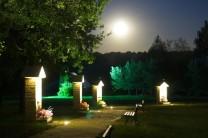 kapliczki różańcowe nocą